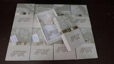 Caixas com monograma dos noivos bordado no próprio tecido.Pode acompanhar  toalhinha de mão bordada as iniciais e um sabonete natura embalado ou sabonete artesanal. A cxs vão todas com mensagens aos padrinhos e embaladas em saquinhos de voal. O valor é só da caixa. para as toalhas e sabonetes consultar o valor R$ 22,00