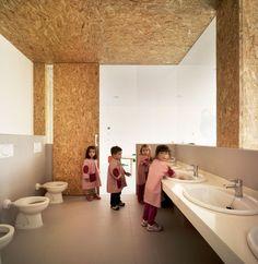 COR ASOCIADOS ARQUITECTOS, Jesus Olivares + Miguel Rodenas, David Frutos · Nursery School and Kindergarten between palms in Los Alcazares. Spain · Divisare