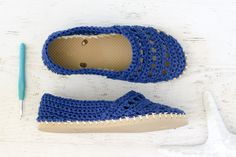 Make your own crochet Toms with flip flop soles! This free pattern will show you how, step-by-step!