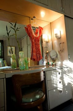 .i need to organize my vanity..lustron built in vanity in our master bedroom