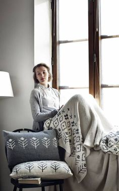 Knitted Cushions, Bean Bag Chair, Textiles, Blanket, Knitting, Bed, Knits, Interior, Organizing