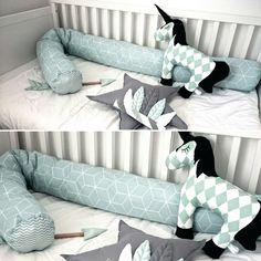 Große kuschelige Bettrolle,Bettschlange, Bettumrandung Lagerungskissen, Stillkissen oder Seitenschläferkissen. Dieses lange Kissen ist sehr unterschiedlich einsetzbar und hochwertig...