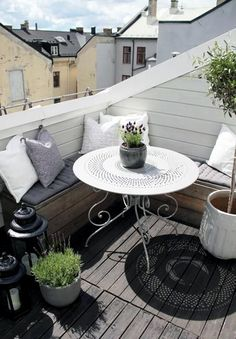 kleiner-Balkon-Ideen-a - s.p - - kleiner-Balkon-Ideen-a - s. Small Balcony Design, Small Balcony Garden, Small Patio, Balcony Ideas, Terrace Ideas, Small Balconies, Patio Ideas, Balcony Bench, Small Terrace