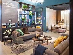 KARWEI | Maak van je woonkamer een luxe hotellobby door te kiezen voor een comfortabele bank, grote fauteuils en een zacht kleed.