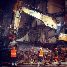 #abbruch #taubenmarkt #linz #austria #linzpictures #lnz #bau #abriss #bagger #landstrasse #construction #work #attention