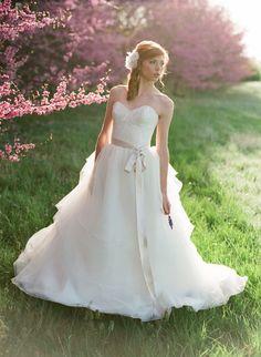 Wow, loving this structured yet flowy gown. #weddingdress #bride #weddingchicks Dress: Twirl Boutique http://www.twirlboutique.com/