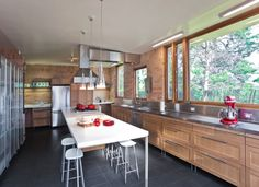 clean lines and nothing (save for a few objects like the lovely kitchenaide mixer) on the countertops.