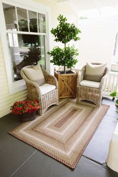 Southern Front Porches, Small Porches, Indoor Outdoor Rugs, Outdoor Rooms, Porch Styles, House Styles, Braided Rugs, Outdoor Living Areas, Interior Exterior