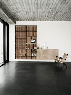 "Shelving system created by Danish architect Mogens Koch (1928). ""exceptionally flexible"", each ""section can be installed horizontally or vertically"" allowing many configurations."