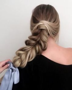Will you wanna learn how to achieve todays latest easy hairstyles and hottest trends? View the link below to get more orgeous and Easy Hairstyles Tutorial For women with medium shoulder length to long hair! Up Dos For Medium Hair, Medium Long Hair, Long Hair With Bangs, Easy Hairstyles For Long Hair, Long Wavy Hair, Hairstyles With Bangs, Medium Hair Styles, Braided Hairstyles, Short Hair Styles