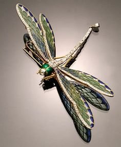 French Art Nouveau Hallmarked 18-Karat Yellow-Gold, Platinum-Topped, Plique-a-Jour Enamel and Diamond Dragonfly Entremblant Brooch, circa 1900
