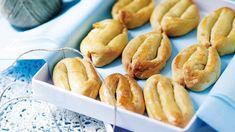 Πασχαλινά σμυρναίικα κουλουράκια Sweet Buns, Sweet Pie, Greek Desserts, Greek Recipes, Graduation Party Foods, Baking And Pastry, Biscuit Cookies, Creative Cakes, Party Cakes