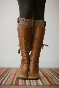 Knitted Boot Cuff Buttons Taupe Short Boot Socks por ThreeBirdNest