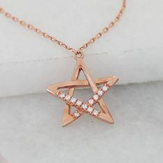 A gorgeous delicate rose gold open star necklace with a few sparkly  cubic zirconia pave crystals to glimmer and shimmer as they catch the  light#jewellery #jewelry #star #necklace #dainty  #wedding #boho #rosegold #pendant