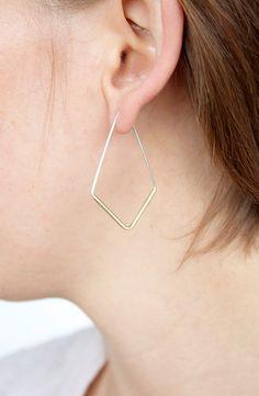 Boucle d'oreille de deux tons minimaliste hoop par leahstaley