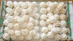 Recept na moc dobré pusinky á la kokosky. Christmas Baking, Christmas Cookies, Christmas Recipes, Easter Recipes, Snack Recipes, Czech Desserts, Czech Recipes, Meringue Cookies, Desert Recipes