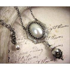 White Pearl Renaissance Necklace, Tudor Pearl Necklace, Tudor Costume,... (84 BRL) ❤ liked on Polyvore featuring jewelry, necklaces, accessories, cabochon necklace, nickel free necklaces, renaissance necklace, pearl chain necklace and pearl necklace pendant