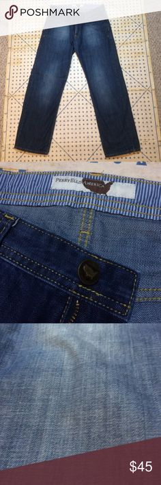 Perry Ellis America - Straight Fit Jeans (32/30) Like New (Barely Worn) Blue Jeans -- Straight Fit (somewhat wide) -- 100% Cotton (Picture shows color in accurate lighting) -- Length is 30 Perry Ellis Jeans Straight
