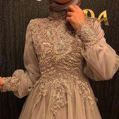 Hijab Prom Dress, Muslimah Wedding Dress, Hijab Evening Dress, Simple Elegant Dresses, Stylish Dresses For Girls, Classy Gowns, Engagement Dresses, Hijab Stile, Wedding Dress Sleeves
