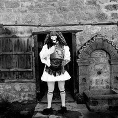 Greek Traditional Dress, Dance Costumes, Greek Costumes, Royal Guard, Folk Dance, Vintage Photography, World Cultures, Greece, Carnival