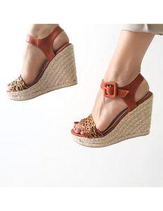 Sandalo donna arancione modello campesina con zeppa in corda e cinturino alla caviglia Espadrilles, Wedges, Shoes, Fashion, Espadrilles Outfit, Moda, Zapatos, Shoes Outlet, Fashion Styles
