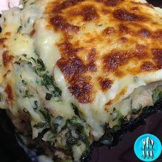 Pastel de patata con espinacas y carne picada Cuban Cuisine, Hispanic Kitchen, Mexican Food Recipes, Ethnic Recipes, Cooking Recipes, Healthy Recipes, Recipe Images, Learn To Cook, Deli