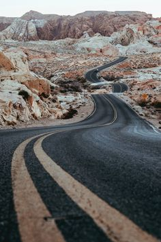 Beautiful curvy road Mais