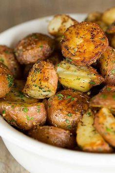 & Parmesan Roasted Red Potatoes Garlic-Herb & Parmesan Roasted Red Potatoes - The BEST roasted red potato recipe! & Parmesan Roasted Red Potatoes Garlic-Herb & Parmesan Roasted Red Potatoes - The BEST roasted red potato recipe! Red Potato Recipes, Potato Dishes, Food Dishes, Food Food, Veggie Food, Food Prep, Raw Food, Vegetable Side Dishes, Vegetable Recipes