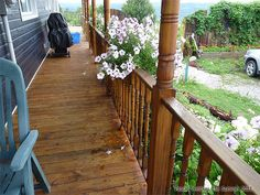 How to Stain a Deck - Staining a Wood Deck Stained Wood Trim, Wood Stain, Cedar Deck Stain, Deck Staining, Deck Stain Colors, Deck Maintenance, Deck Steps, Exterior Stain, Patio Makeover