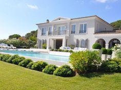 Exceptionnelle Villa Avec Vue Mer - Louer #Ramatuelle  Cette grande propriété se situe dans un secteur prisé de Ramatuelle. Elle bénéficie d'une double vue mer et d'une vue dominante sur les collines. Elle a été entièrement rénovée, avec des prestations très haut de gamme, et un équipement réunissant les dernières technologies tels que le le système de http://aiximmo.ch/fr/listing/exceptionnelle-villa-avec-vue-mer-louer/  #frenchriviera #cotedazur #mallorc