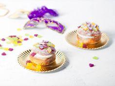 New Orleansissa kaupunki pukeutuu Mardi Gras -karnevaalien aikaan violetin, vihreän ja kullan sävyihin. Tuunaa Fazer Laskiaispulla makeisilla karnevaaliteemaan sopivaksi! #laskiaiskarnevaali #laskiainen