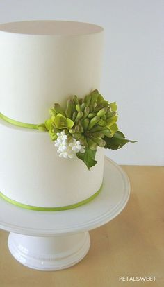 Love the simplicity of this cake.  The dash of green is wonderful on it! Sugar succulents mixed with hydrangea and blossoms...by Petalsweet.