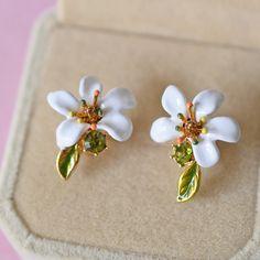 Les Nereides White Flower Stud Earrings For Women Lovely Elegant Simple Jewelry Good Gift