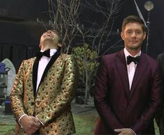 IM NOT IN THE SPN FANDOM ANYMORE BUT DAMN THIS IS THE FIRST TIME IVE SEEN THIS PIC AND MISHA IS LOOKING SNAZZY AND FABULOUS IN THAT GOLDEN SUIT, HOLY SHIT