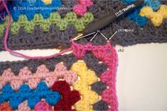 How to :: JAYG (Join As You Go) with granny squares, by Sue of Crochet Again. Well-written detailed tutorial with step-by-step photos. Uses SC stitches between granny clusters on the last round & creates nice neat corners. . . . . ღTrish W ~ http://www.pinterest.com/trishw/ . . . .