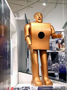 Replica of Elektro the Moto-man from the 1939 NY Fair, photographed at the Mansfield Memorial Museum by Allan Sprecher