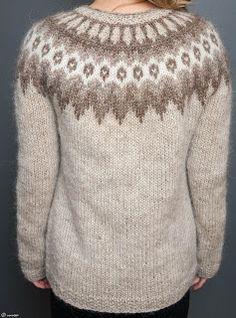 In black and white Fair Isle Knitting Patterns, Sweater Knitting Patterns, Knitting Charts, Icelandic Sweaters, Wool Sweaters, Gents Sweater, Cast On Knitting, Nordic Sweater, Raglan