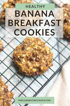 Healthy Banana Breakfast Cookies are made with 8 simple ingredients like oatmeal bananas and chocolate. Naturally gluten free these breakfast cookies are perfect for meal prepping easy to make and so yummy! Great for kids and adults! Clean Eating Recipes For Dinner, Clean Eating Breakfast, Clean Eating Snacks, High Fiber Breakfast, Clean Lunches, Dinner Recipes, Kid Lunches, Kid Snacks, Lunch Snacks