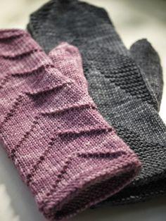 Pehmeitä paketteja: Oikeaa ja nurjaa No pattern just inspiration Mittens Pattern, Knitted Gloves, Knitting Socks, Knitting Stitches, Hand Knitting, Knitting Patterns, Knitting Machine, Hat Patterns, Tejidos