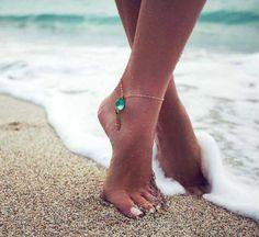 Картинки по запросу фото педикюр на фоне море