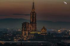 La cathédrale de Strasbourg au coucher de soleil pris depuis la plateforme de la tour de chimie au téléobjectif