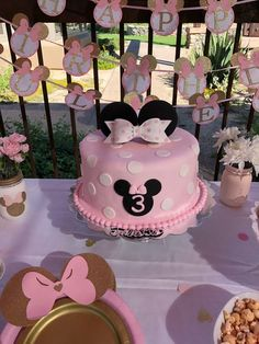 Minnie Mouse Centerpieces Minnie Baby Shower Minnie First Birthday Baby Minnie Minnie Mouse Birthday Party Pink and Gold Minnie Ears Minni Mouse Cake, Bolo Da Minnie Mouse, Minnie Mouse Birthday Cakes, Minnie Cake, Pink Minnie, Minnie Mouse Party, Mickey Cakes, Mickey Birthday, Pink Und Gold