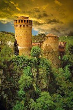 Средневековая крепость Brisighella - Эмилия-Романья, Италия