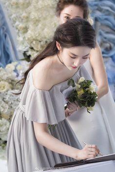 Chỉ một góc ảnh, Lưu Diệc Phi khiến netizen phải ngơ ngẩn vì vẻ đẹp thoát tục chẳng ai sánh bằng - Ảnh 1.