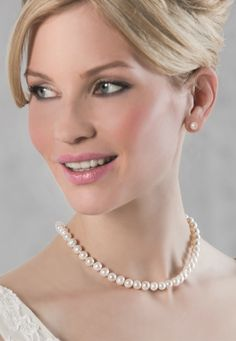 With freshwater pearls of the highest quality, this necklace, which comes with matching earrings and bracelet, is timeless elegance at its very best (63050)