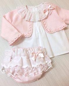 "445 Beğenme, 34 Yorum - Instagram'da Garabatos (@garabatosinfantil): ""💗💝Garabatos, información: info@garabatosinfantil.com #babylook #bebe #baby #babygirl #fashionkids…"""