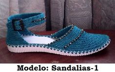 This Pin was discovered by Lay Crochet Baby Sandals, Crochet Boots, Crochet Slippers, Crochet Clothes, Knit Shoes, Sock Shoes, Shoe Boots, Crochet Ripple, Estilo Hippie