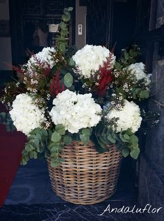 Para #decoración de #iglesias. Hortensias blancas. Artificial Flower Arrangements, Artificial Flowers, Boho Wedding, Wedding Flowers, Bouquet, Church Flowers, Diy And Crafts, Balloons, Wedding Decorations