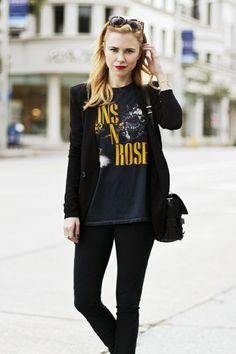 Black on black: Guns Roses Tshirt Blazer Jeans Courtney Trop Always Judging photo Band Shirt Outfits, Band Shirts, Look Street Style, Style Rock, Style Me, Black Style, Classic Style, Blazer Jeans, Denim Pants