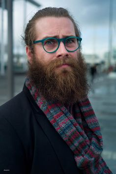 such a nice, long, full beard Epic Beard, Sexy Beard, Full Beard, Hipsters, Beard Lover, Awesome Beards, Best Mens Fashion, Style Fashion, Beard Tattoo